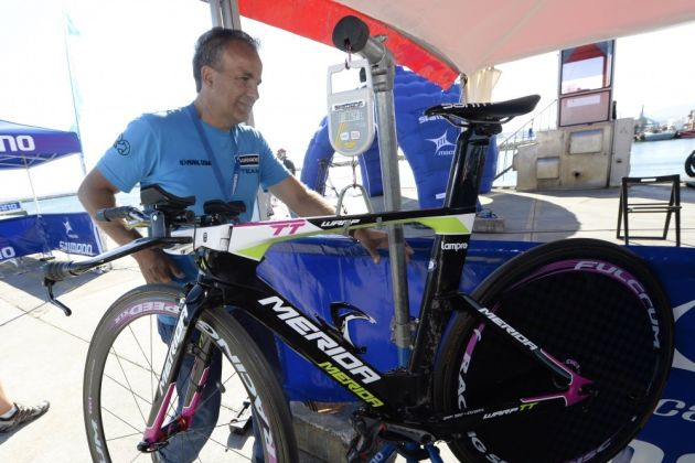 A commissaire weighs a bike at the Vuelta a Espana (Photo: Watson)