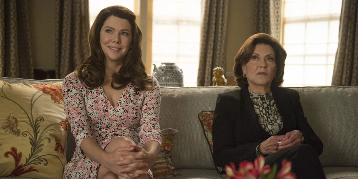 Lauren Graham and Kelly Bishop in Gilmore Girls: A Year in the Life