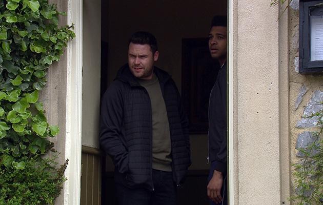 Aaron tries to calm Ellis down in Emmerdale