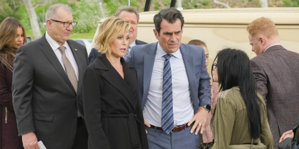 Claire and Phil Dunphy with their family in Modern Family.