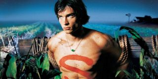 Tom Welling as Clark Kent on a scarecrow post in Smallville season 1 poster
