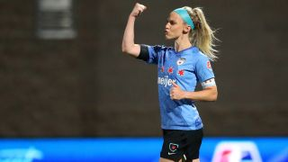 Julie Ertz and the Chicago Red Stars will face the Houston Dash in Sunday's NWSL Challenge Cup final.