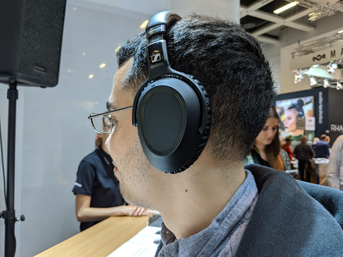 Sennheiser PXC 550-II Wireless Hands-on Review: Solid Comfort, So-So Sound