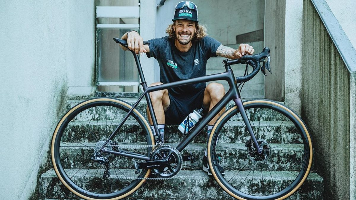 New Specialized bike leaked by Sagan and Oss at the Tour de France