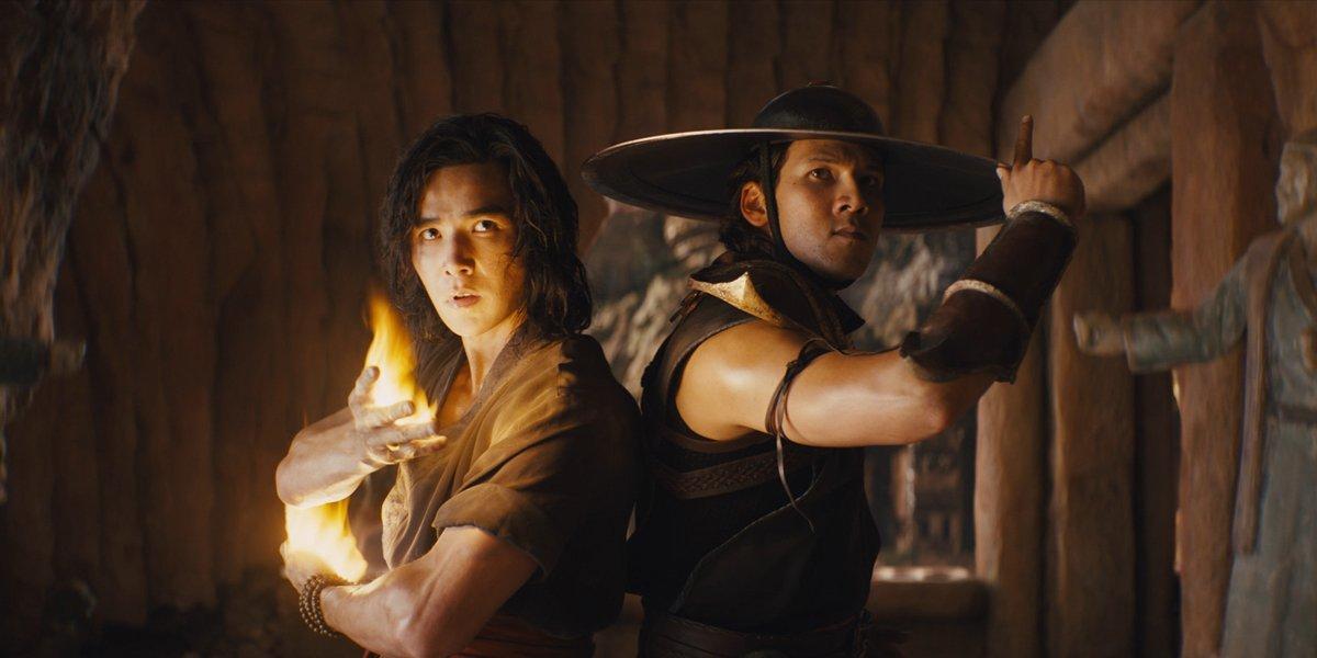 Liu Kang and Kung Lao stand back to back in Mortal Kombat