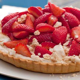 strawberry meringue tart-woman & home