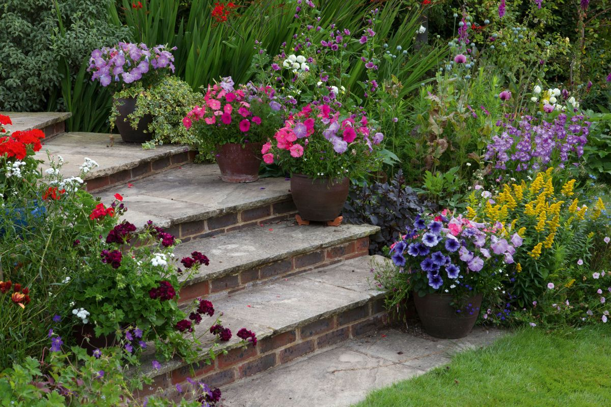 Sloping gardens: design ideas and landscaping tips | Real ... on Sloping Gardens Design Ideas id=86620