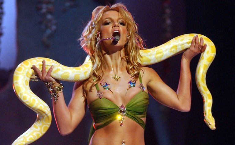 2001 MTV Video Music Awards - Show Britney Spears performs