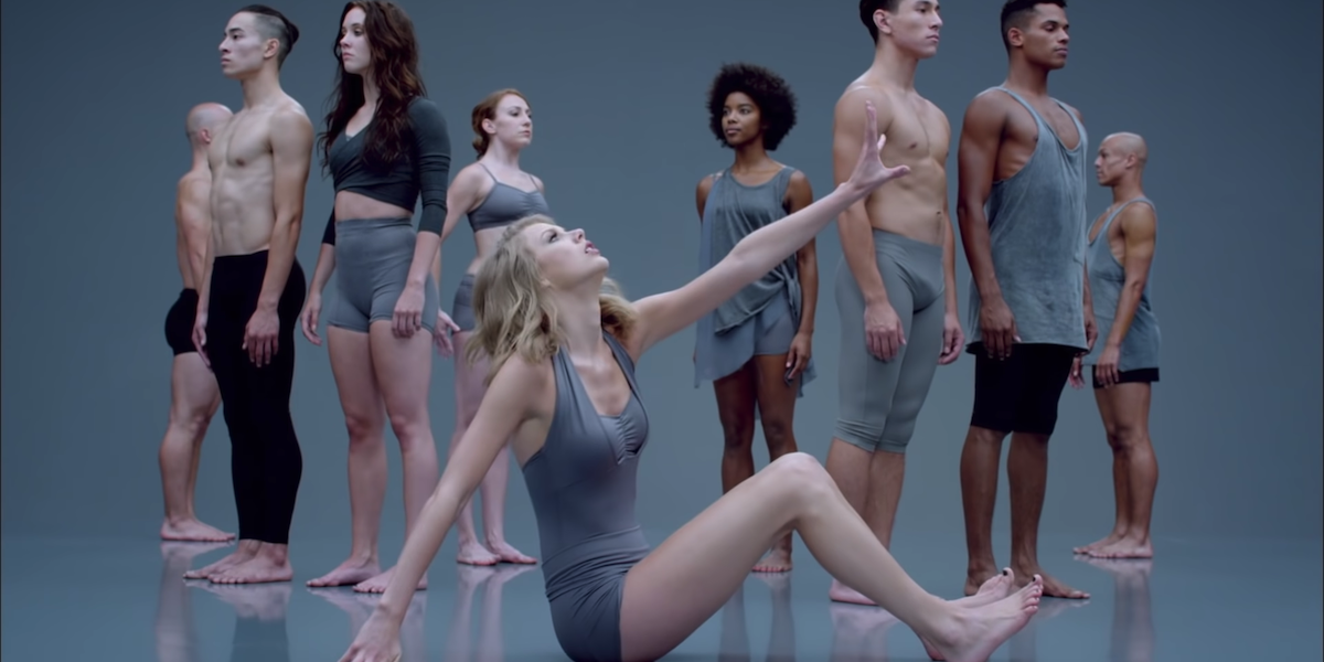 Taylor Swift with modern dancers in Shake It Off