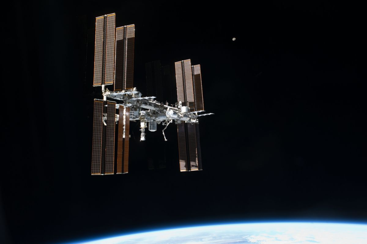 Senators Propose Extending Space Station's Life to 2030 in NASA Authorization Bill