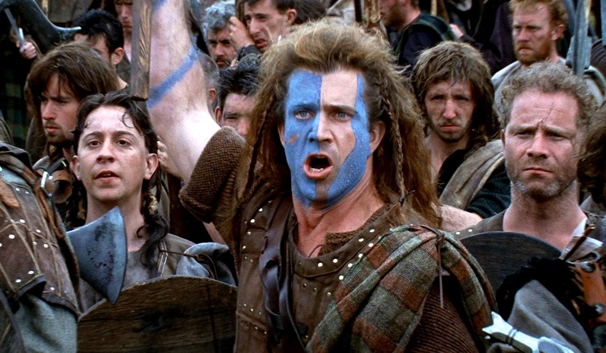 Braveheart Mel Gibson stands with his army, ready to attack