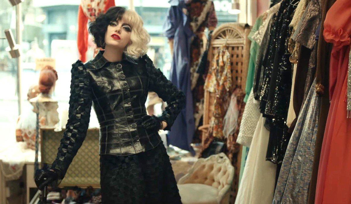 Cruella in fashion store Cruella Disney+