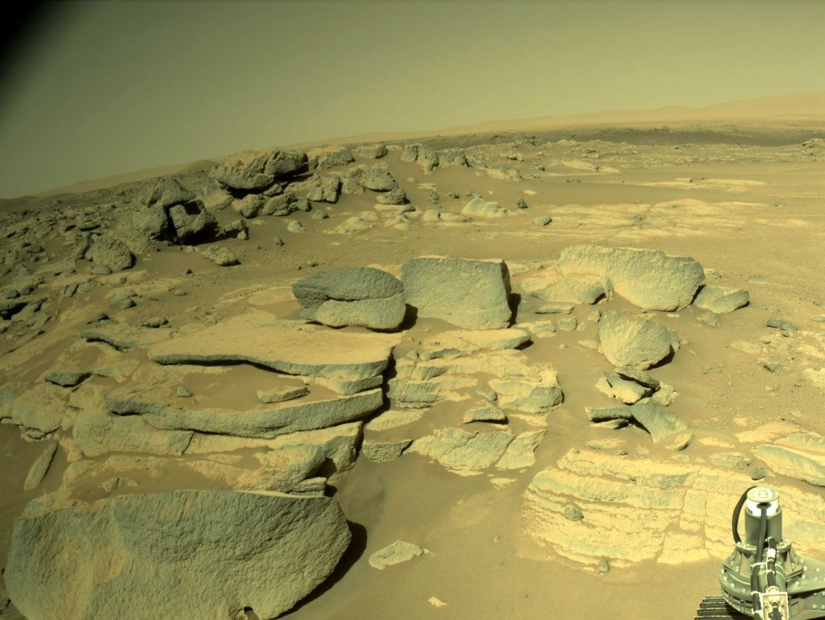 Perseverance rover snaps first Mars photos after communications blackout. They're stunning.