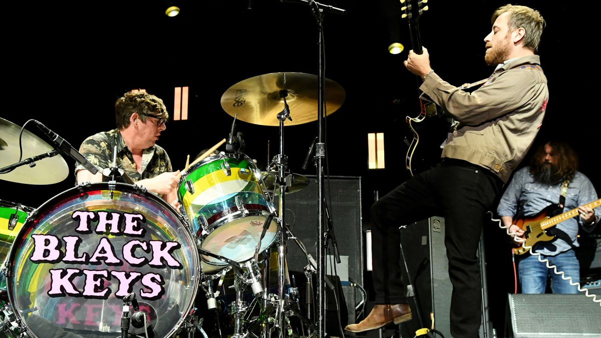 Watch The Black Keys deliver rousing live performances of Crawling Kingsnake and Going Down South on The Late Show