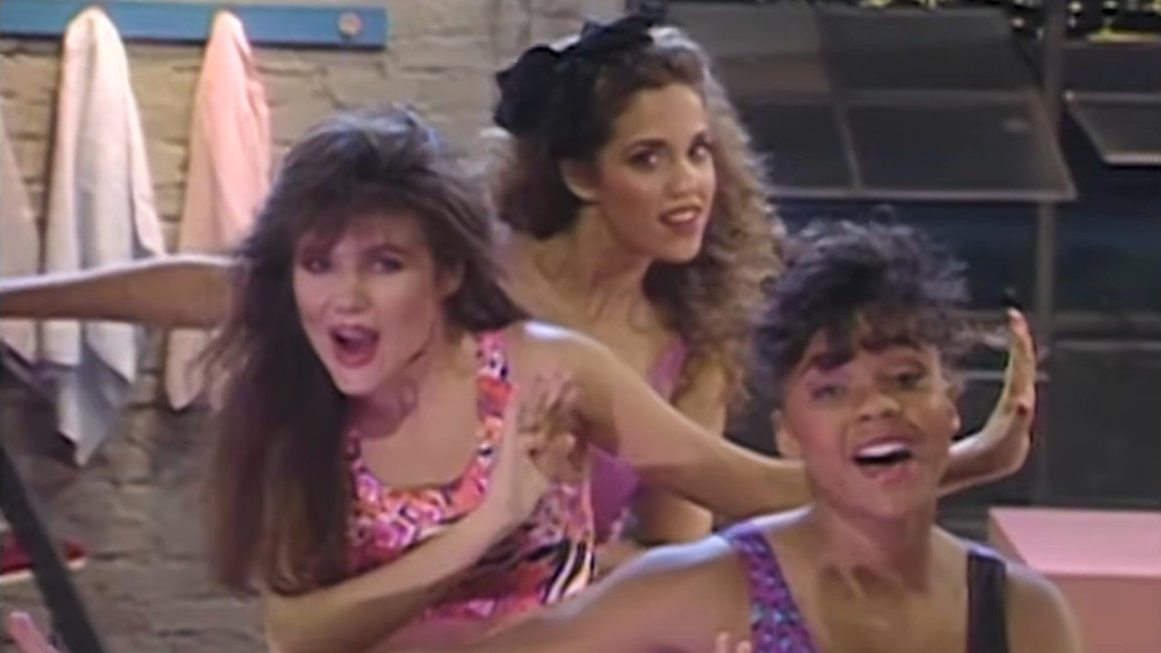 Saved By The Bell's Elizabeth Berkeley Is Already Hyping A Hot Sundae Reunion With Tiffani Thiessen And Lark Voorhies
