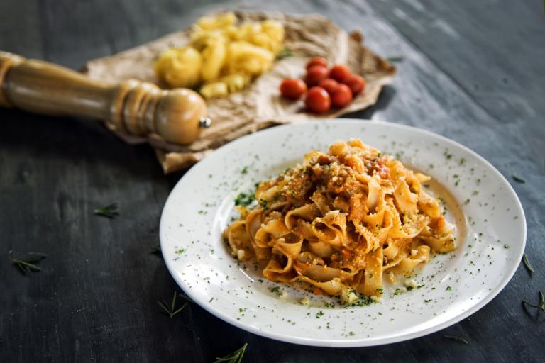 fettucine pasta with bolognese sauce