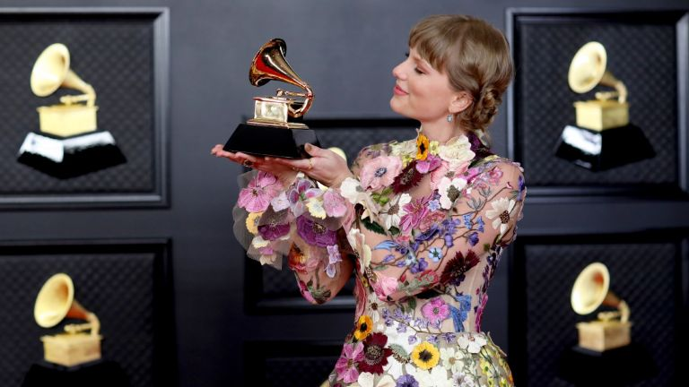 Taylor Swift with her Grammy on the red carpet at the 63rd Annual Grammy Awards, at the Los Angeles Convention Center, in downtown Los Angeles, CA, Sunday, Mar. 14, 2021. (Jay L. Clendenin / Los Angeles Times via Getty Images)