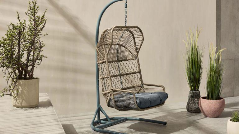 Lyra Garden Hanging Egg Chair in garden