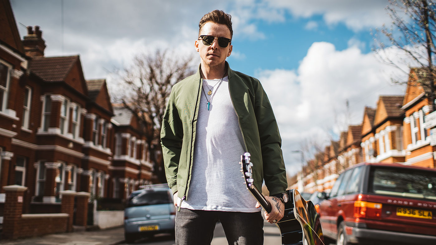 "5 minutes alone - McFly's Danny Jones: ""I had a lesson off one of my idols: John Mayer"""