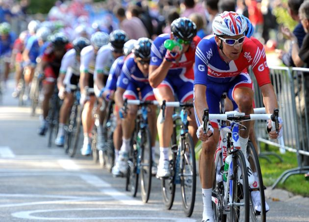 Bradley Wiggins takes up the chase, Elite men's road race, Road World Championships 2011