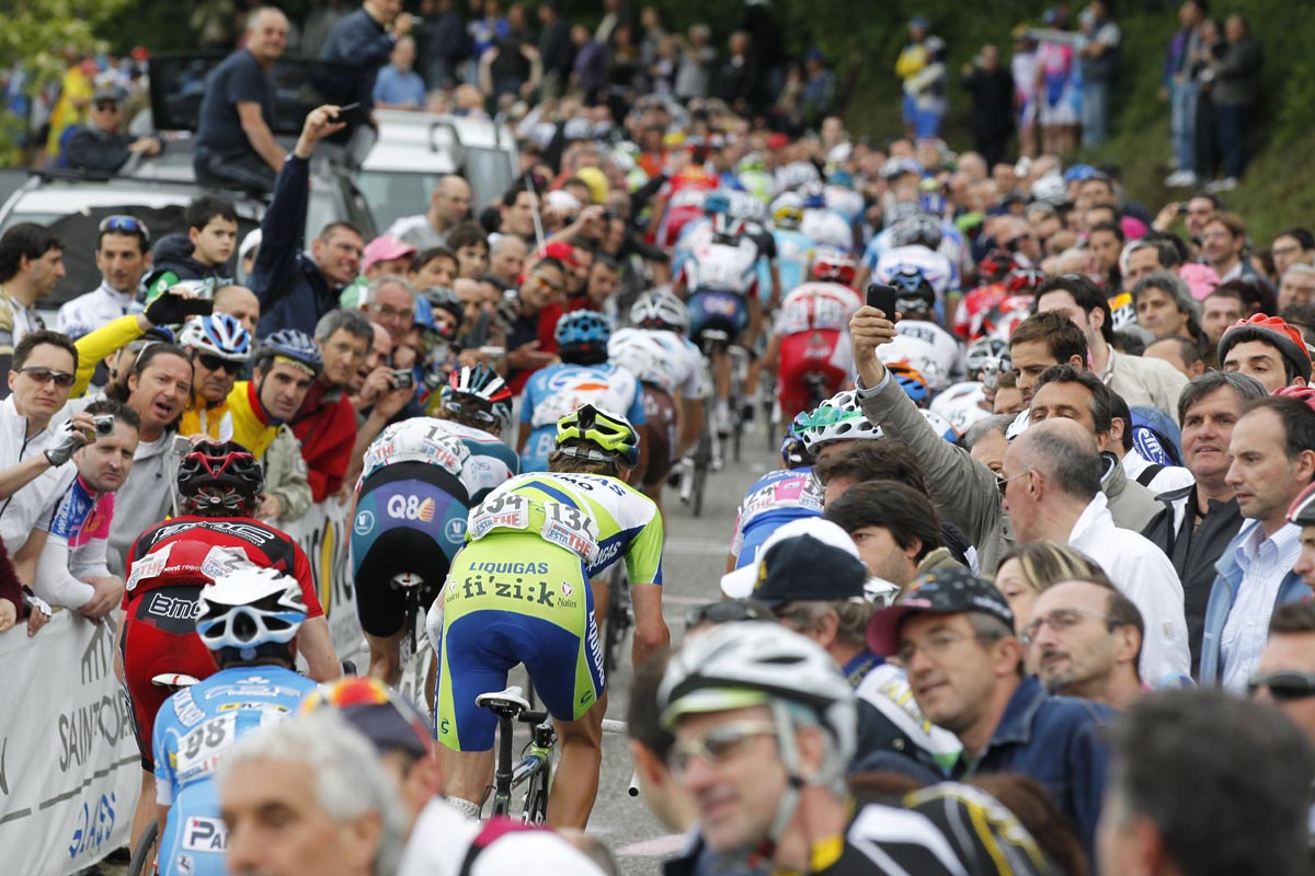 Fans on last hill, Giro d'Italia 2010, stage 13