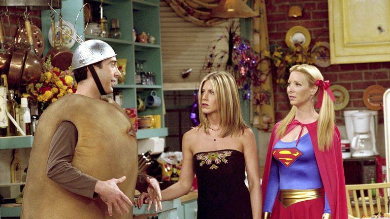 Friends TV Series 1994 - 2004 USA Created by David Crane, Marta Kauffman Season 8, episode 6 : The One with the Halloween Party David Schwimmer, Jennifer Aniston, Lisa Kudrow