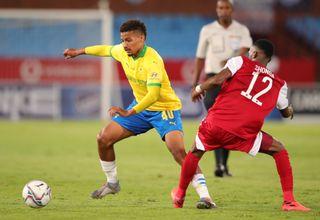 Rivaldo Coetzee challenged by Justin Shongwe