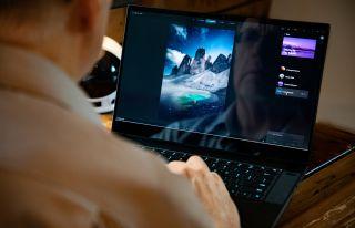 Artist using Luminar AI on Laptop