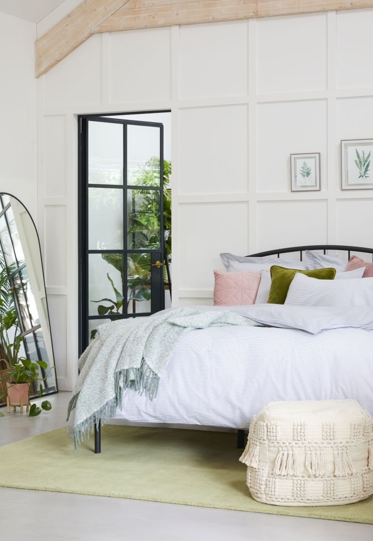 Decluttering tips for a bedroom