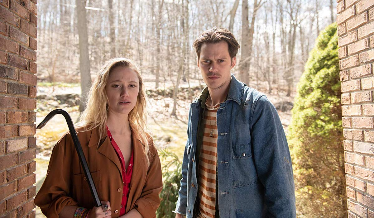 Bill Skarsgard and Maika Monroe in Villains