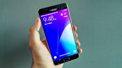 purchase cheap 728d6 4e7a6 Samsung Galaxy A5 (2016) review: It's all metal and glass review ...
