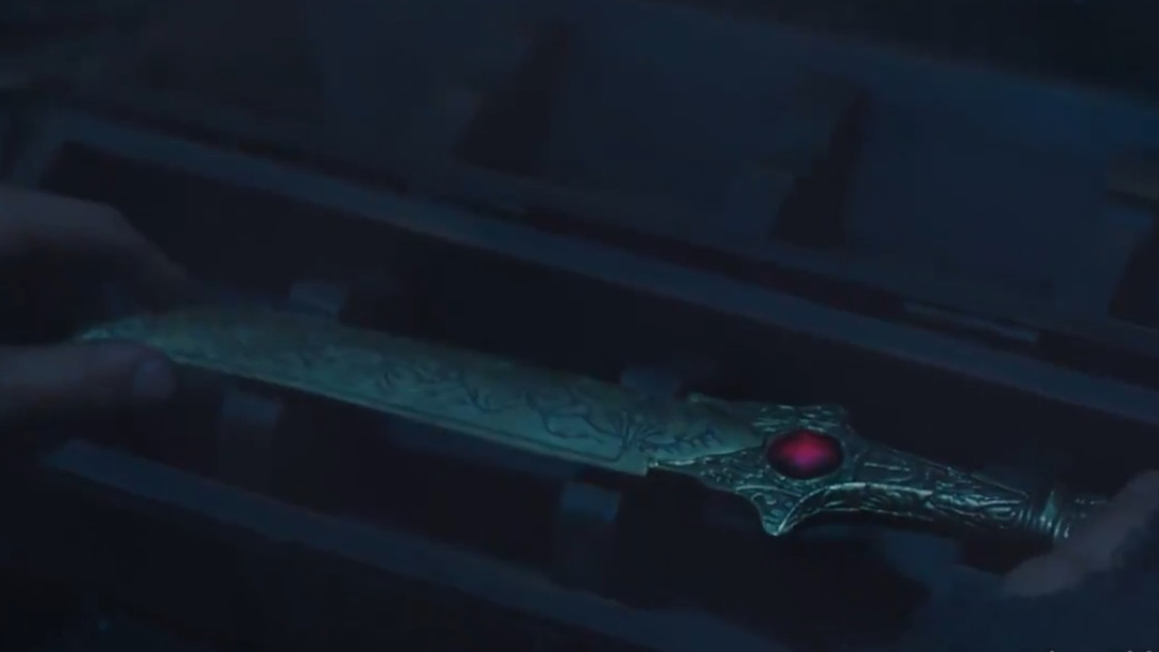 The ruby-hilted dagger in The Wheel of Time season 1