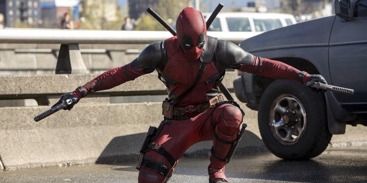 Ryan Reynolds Deadpool with guns
