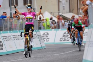 Marianne Vos won her 30th career stage victory at the Giro d'Italia Donna on stage 7 at Puegnago Del Garda