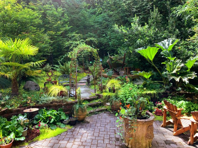 sloping garden ideas: Garden by Jan Canty