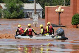 flood-noaa-rescue-boat-110707-02