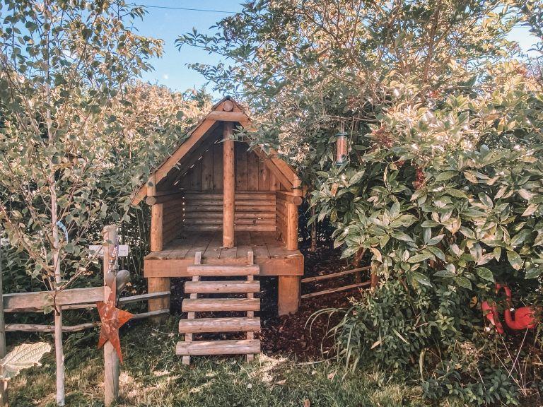 garden ideas for kids: log cabin by Timberman & Co