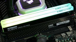 Klevv Cras XR RGB DDR4-4000 C19