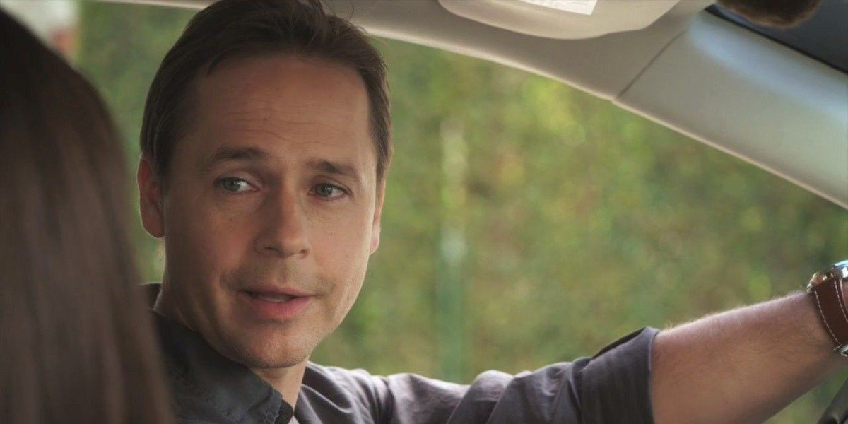 Chad Lowe in Pretty Little Liars