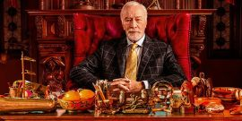 Knives Out Fans Notice Awesome Detail In Christopher Plummer's Portrait