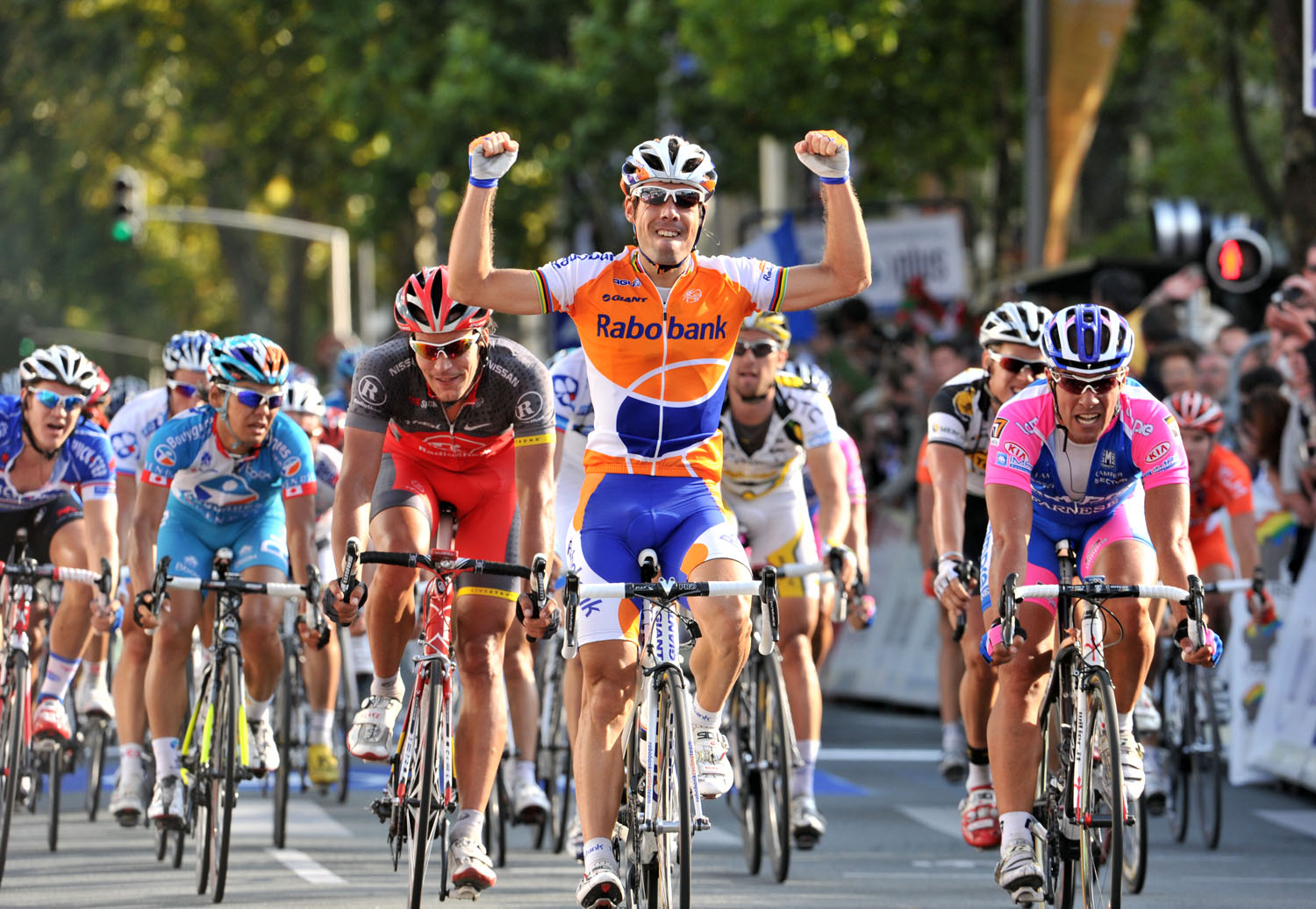Oscar Freire wins Paris-Tours 2010
