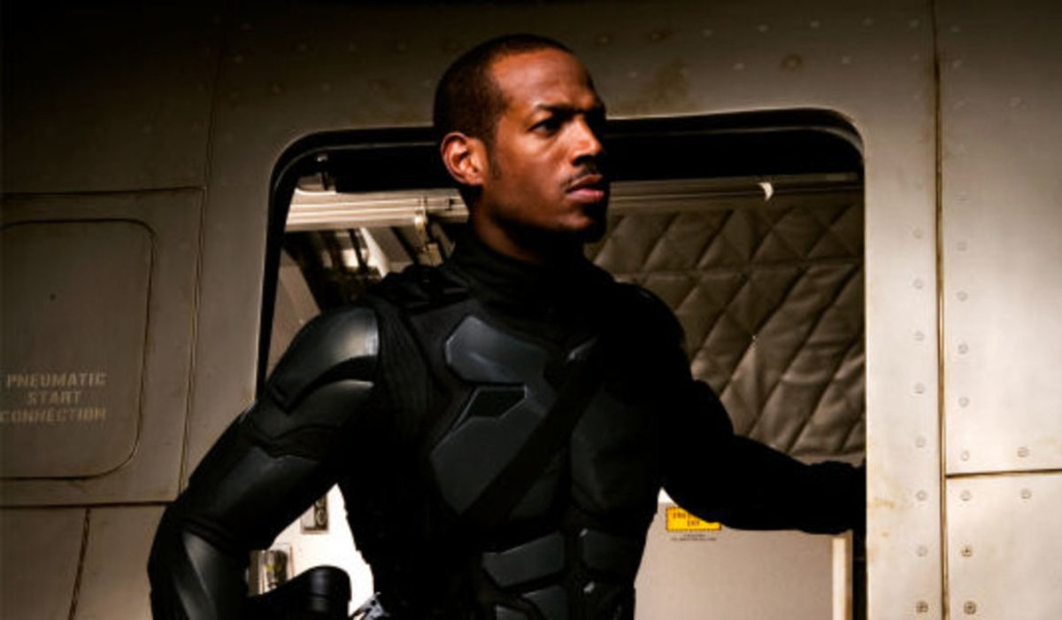 G.I. Joe: The Rise of Cobra Marlon Wayans climbs into a plane, suited up