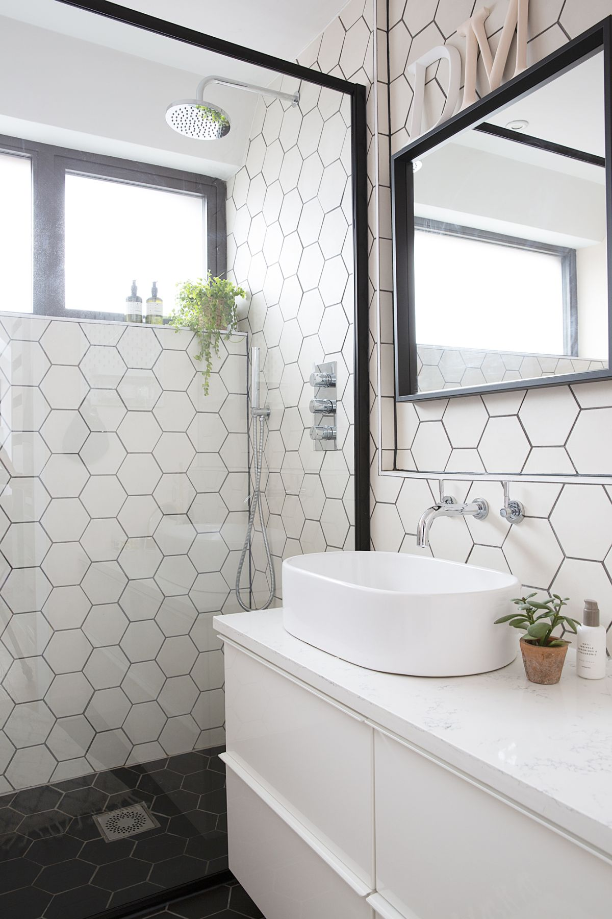 Groovy How To Pick The Right Size Tiles For A Small Bathroom Real Home Interior And Landscaping Palasignezvosmurscom