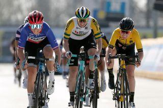 Sarah Roy (Team BikeExchange) at Dwars door Vlaanderen 2021