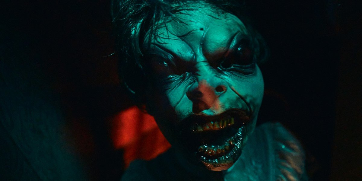 bug eyed monster in revenger of the tooth fairy haunted maze at universal studios orlando halloween horror nights