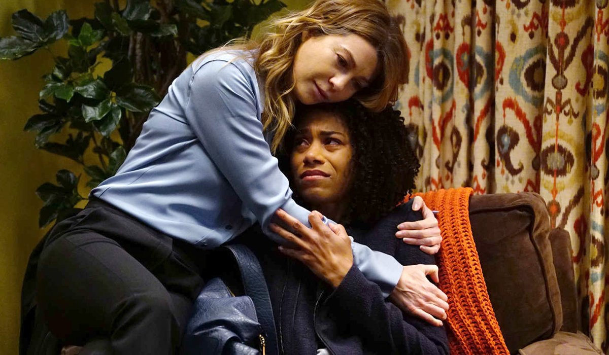 Grey's Anatomy Season 13 Meredith hugs Maggie after mother dies