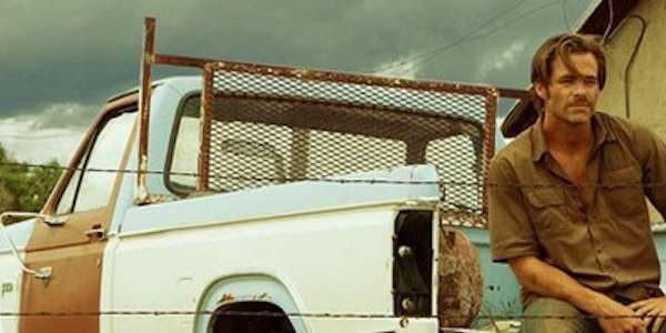 Chris Pine and Pickup truck in Hell or High Water