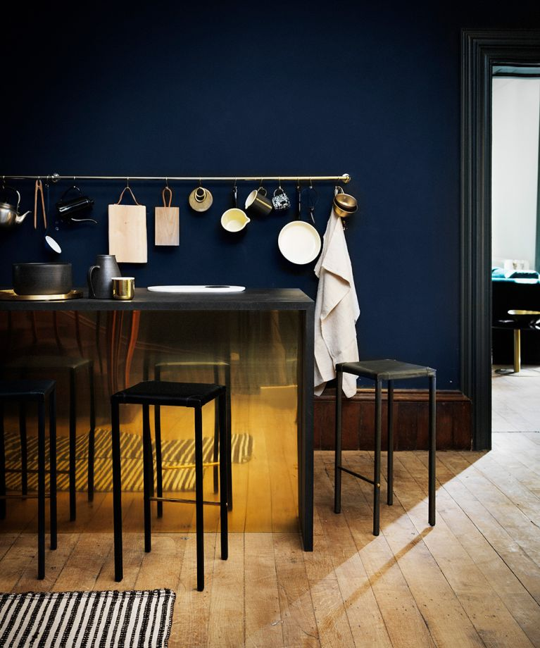 navy kitchen with brass fittings