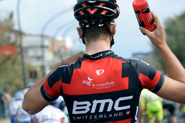 Taylor Phinney collects bottles, Giro d'Italia 2013