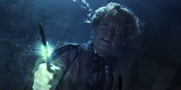 Gilderoy Lockhart (Kenneth Branagh) is about to make an amnesiac out of himself in Harry Potter and